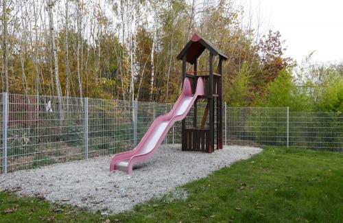 Kleiner Spielplatz hinter der Unterkunft
