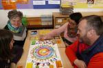 Ein gemeinsames Spiel mit Eltern und Oma