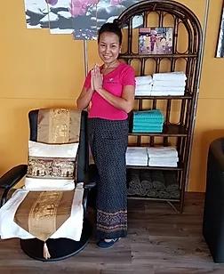 Chuan Chom Massage - Mitarbeiterin Ya  in einem der Behandlungszimmer